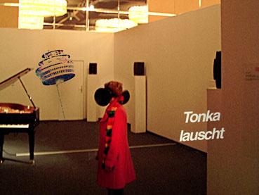 Tonka lauscht